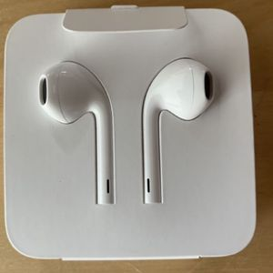 Brand new iPhone head phones for Sale in Sterling Heights, MI