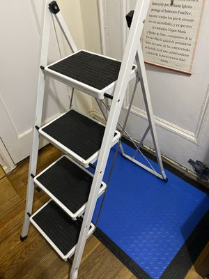 4 Step Ladder for Sale in Staten Island, NY