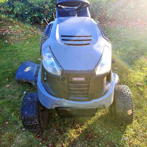 Craftsman LT 1500 Lawn Tractor for Sale in Temple Hills, MD