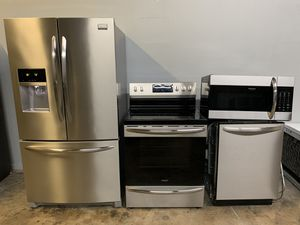 FRIGIDAIRE GALLERY STAINLESS STEEL KITCHEN APPLIANCES SET EXCELLENT CONDITIONS for Sale in Phoenix, AZ