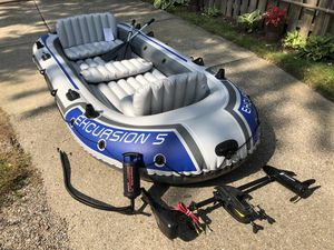 Intex Excursion 5 inflatable 5-person boat with mount and new Newport Vessels trolling motor for Sale in Royal Oak, MI