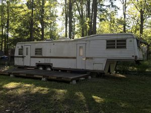 1977 Kountry Aire 5th wheel trailer with Title for Sale in Andover, OH