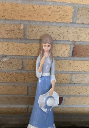 Ceramic young lady perfect condition $15.00 for Sale in Canton, MI