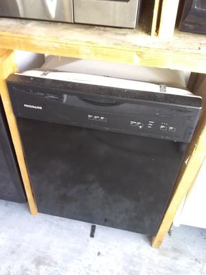Black frigidaire dishwasher with plastic tub in excellent working condition for Sale in Kissimmee, FL