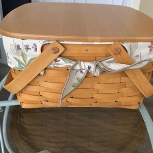 Longaberger Covered Cake Basket With Liner for Sale in Plainfield, IL