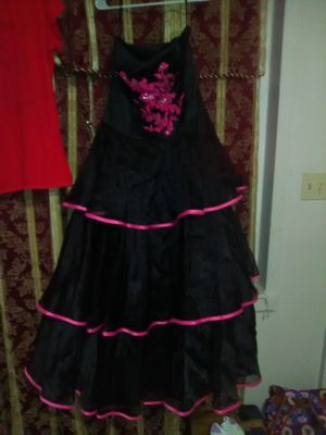 It's a black and pink prom dress size 14 serious inquiries only Glasgow area for Sale in Glasgow, KY