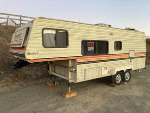 komfort 5th wheel trailer for Sale in Pismo Beach, CA