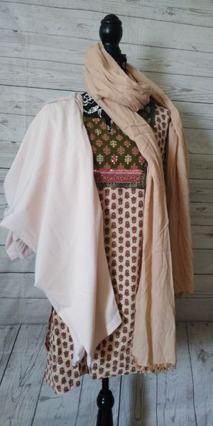 Brand New Beautiful 3 PC Pakistani Indian Suit , women's size M ( never worn ) for Sale in Frederick, MD