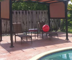 Pool Lounge Chair Set 2 Chairs & 1 Casual Table for Sale in Miami, FL
