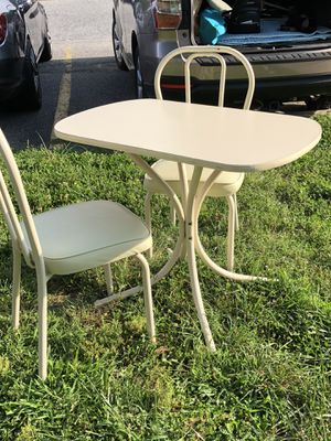 Kitchen table w/cushion chairs (2) for Sale in Dover, DE