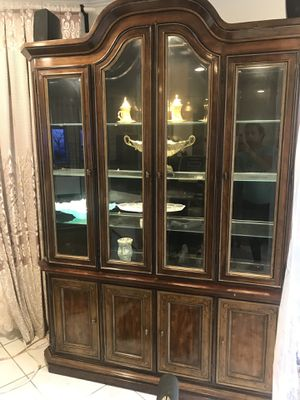 Vintage lighted cabinet for Sale in Los Angeles, CA