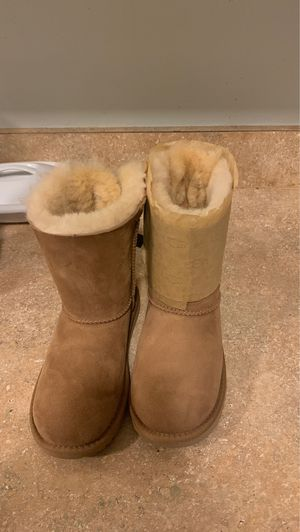 Bailey bow chestnut Ugg's for Sale in Columbia, SC