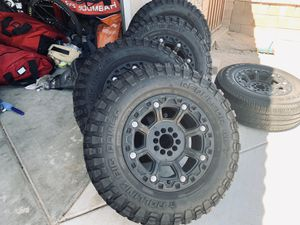 Jeep Wrangler wheels and tires 285/70/17 for Sale in Hesperia, CA