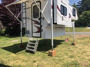 2015 Adventurer 80GS super light for short bed trucks. for Sale in Seattle, WA
