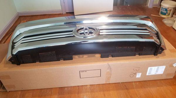 I am sale toyota tundra 2017 grille Almost new $200. 2 Led headdlights originales toyota tundra 2017. $ 250