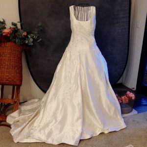Lazaro wedding dress size 12 for Sale in Rancho Santa Margarita, CA