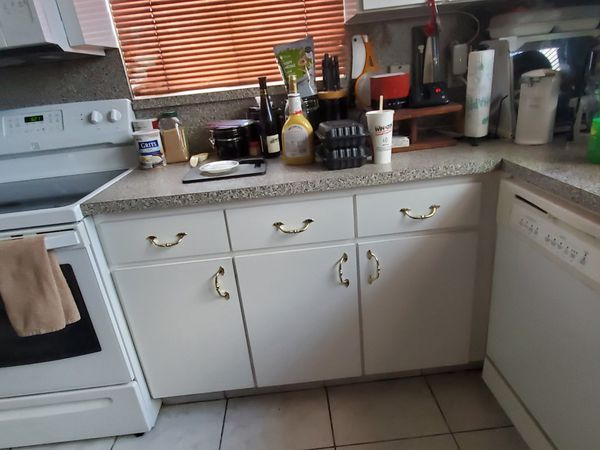 Kitchen Cabinets $800 or best offer. Pick-up only