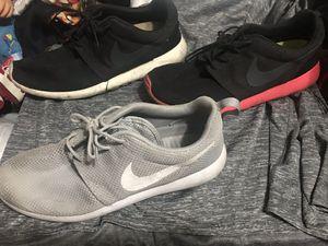 Nike roshe men's shoes size 10 for Sale in Phoenix, AZ