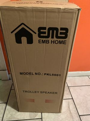New Bluetooth speaker with Bluetooth and karaoke for Sale in Hialeah, FL