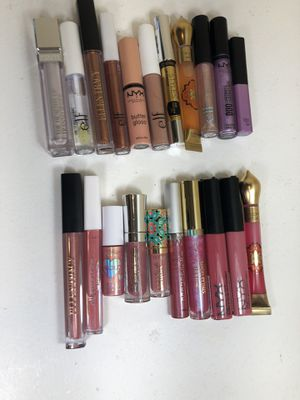 Cruelty free lip gloss makeup beauty bundle- Buxom, Tarte, and more! for Sale in San Diego, CA