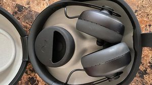 Nura Bluetooth headphones for Sale in Tampa, FL