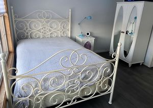 Girls bedroom set - full size for Sale in Plainfield, IL