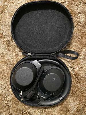 SONY WH-1000XM2 NOISE CANCELING WIRELESS HEADPHONES for Sale in Maple Valley, WA