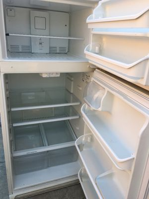 Refrigerator works excellent for Sale in Los Angeles, CA