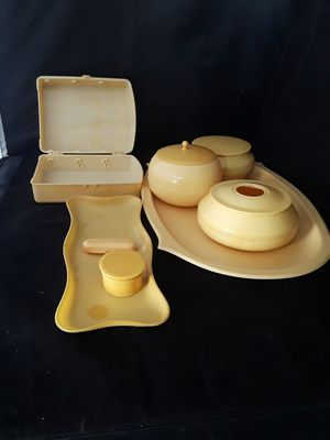 13 PC. ANTIQUE YELLOW CELLULOID DRESSER SET for Sale in Pompano Beach, FL