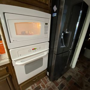 LG Electric Oven & Microwave Combo for Sale in Bakersfield, CA