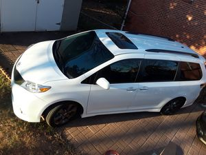 2016 toyota sienna SE for Sale in Hyattsville, MD