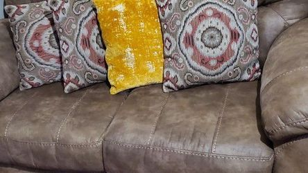 Loveseat - Raymore & Flanigan for Sale in West Orange,  NJ
