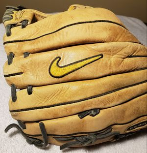 Baseball Glove NIKE Pro Gold Size 11.75 inches for Sale in Downey, CA