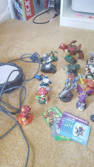 Skylanders xbox 360 kit with 19 figures. for Sale in Bothell, WA