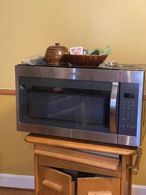 "Whirlpool 30"" microwave for Sale in Charlotte, NC"