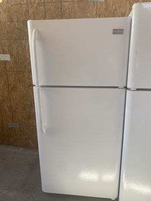$249 Frigidaire white 18 cubic refrigerator with delivery in the San Fernando Valley for Sale in Los Angeles, CA