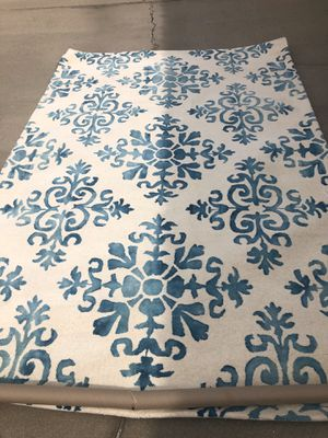 Brand new wool contemporary area rug. Retails for over $350 for Sale in Fowler, CA