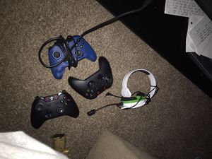 Xbox one slim 1Tb 3 controllers 2 games for Sale in Corpus Christi, TX