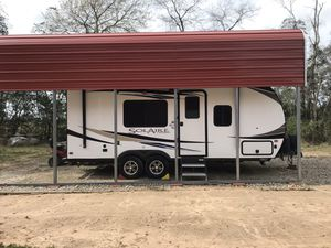 21 foot Solaire by Palomino. Used it once for three weeks and decided we wanted a motorhome. It still has that brand new smell!!! Non-smokers!!! for Sale in Cleveland, TX