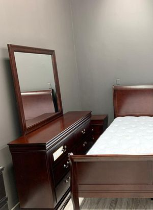 🧿 ON DISPLAY 🧿louis cherry bedroom set for Sale in Jessup, MD