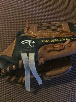 Baseball glove $5,00 for Sale in San Bernardino, CA