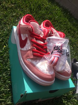 "Nike SB Dunk Low Pro ""Strange Love"" for Sale in Los Angeles, CA"