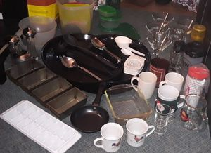 Box of kitchen items and utensils for Sale in Renton, WA