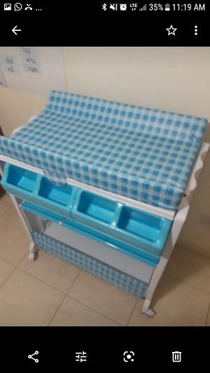 Baby changing table & bathtub and Organizer storage Practically New Baby changing table bath station Organizer for Sale in Cape Coral, FL