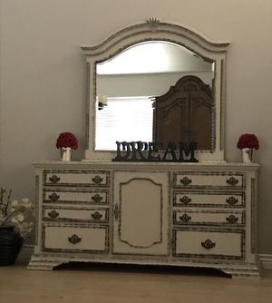 Gorgeous farmhouse beach house farm tv stand credenza buffet console vanity large dresser with mirror for Sale in Peoria, AZ