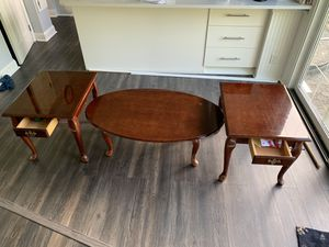 Coffee table set with 2 side tables. for Sale in Powell, OH