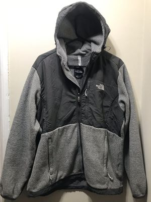 NORTHFACE WOMENS HOODED DENALI JACKET for Sale in Federal Way, WA