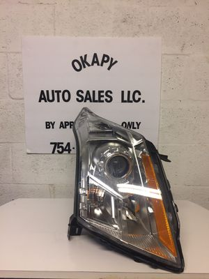 10-16 CADILLAC SRX RIGHT HEADLIGHT for Sale in West Park, FL