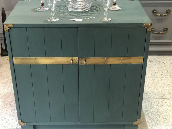 Vintage 2 door wood base cabinet. Console, bar...