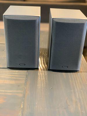 Pioneer bookshelf speakers and center channel speaker for Sale in Newberg, OR
